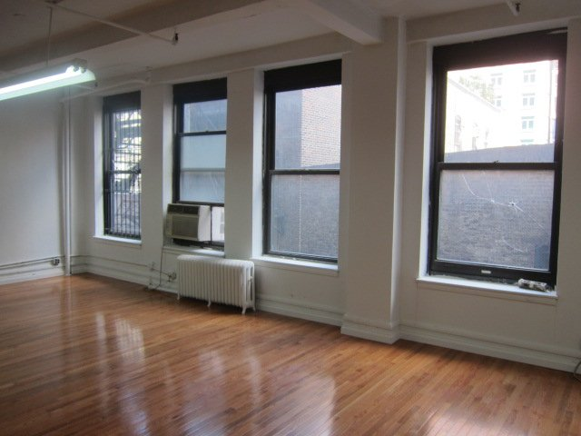 Manhattan Office Space Listings: Call a Broker or Search Online?